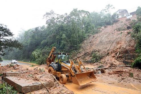 Chega a 18 número de mortos em Petrópolis pela chuvia