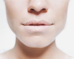Conheça por qué a boca seca pode causar efeitos mais sérios
