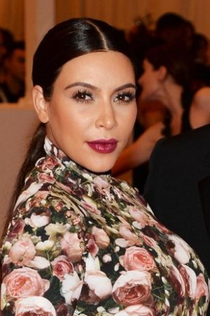 Kim Kardashian diza que vai comer sua placenta