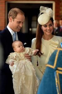 Príncipe William e Kate batizam novo príncipe George-7
