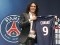 Atacante Edison Cavani assina com o Paris Saint-German por R$ 190 milhões