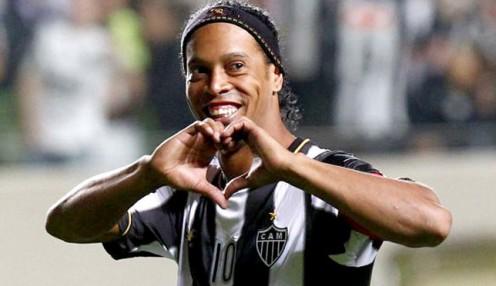 Ronaldinho vai jogar o Mundial do Futebol 2014